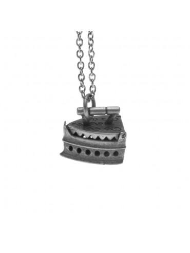 Collana con vecchio ferro da stiro a carbone ciondolo in argento invecchiato cln0063